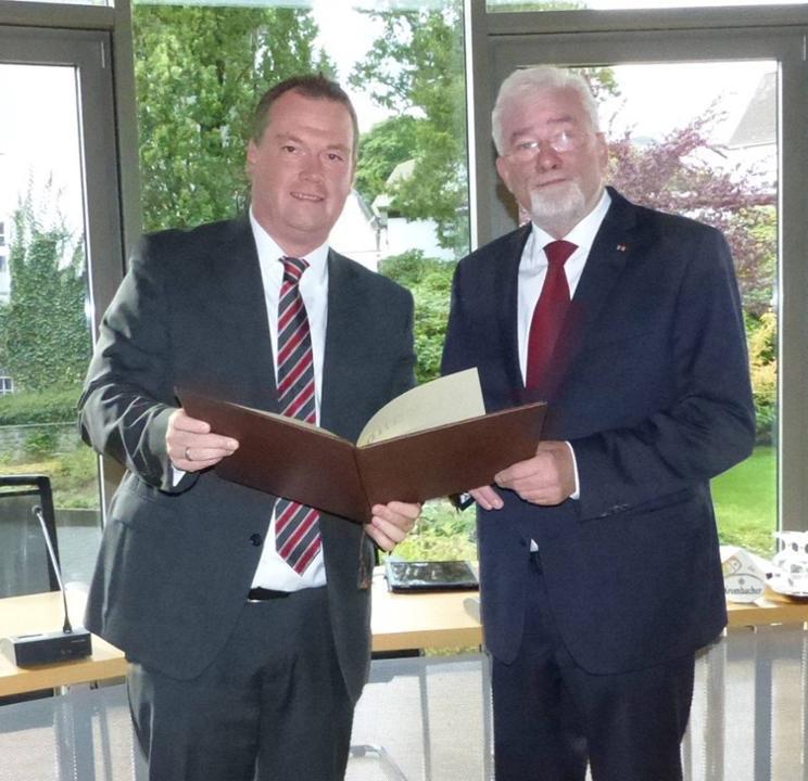 Rolf Puschkarsky für 25jährige Zugehörigkeit zum Rat geehrt